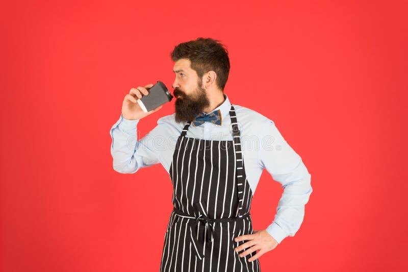 Van zijn baan houden Derde golf koffie streeft naar de hoogste vorm van culinaire appreciatie van koffie Man bebaard hipster stock fotografie