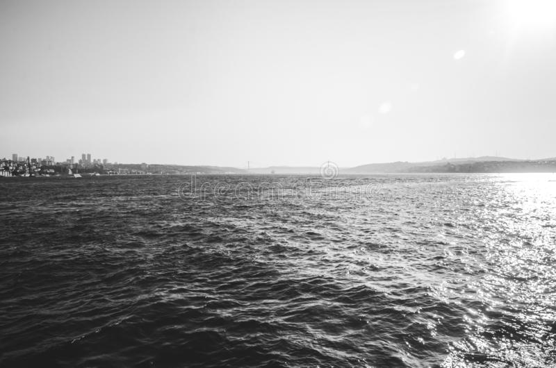 Istanbul, Turchia - 14 agosto 2019: Vista della città di Istanbul dal mare del Bosforo Simbolo di istanbul Eminonu - fotografie stock