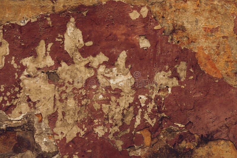 Pared de pelado marrón antiguo Patrón abstracto del fondo de estuco anaranjado Textura de la pared sucia y en ruinas Trasero de t imagen de archivo libre de regalías