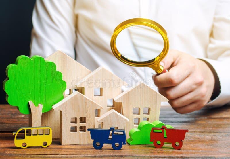 Voertuigen en huizen Onderzoek naar het niveau van luchtverontreiniging Onderzoeksverkeersstromen Het vinden van manieren om het  stock afbeelding