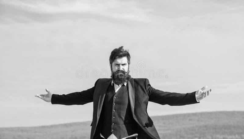 Αυτάρεσκος και ναρκισσιστής Ο Hipster είναι ελκυστικός και απολαμβάνει ελευθερία Ο τύπος απολαμβάνει κορυφαίο επίτευγμα Άντρας με στοκ εικόνες