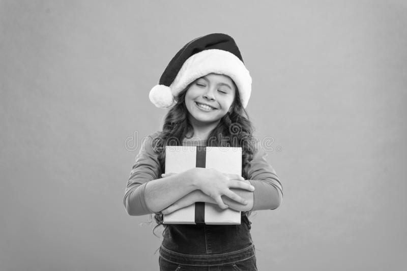 Heb een heilige kerst Fijne wintervakantie Klein meisje Presenteren voor Kerstmis Kindertijd Nieuw jaar kerstman royalty-vrije stock foto