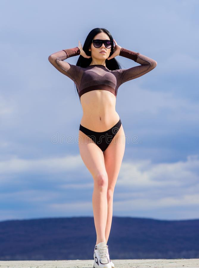 Corps sexy féminin sportif Détente de vacances Femme branchée sexy Mode maillot de bain Tendance de la mode Fille moderne photos libres de droits