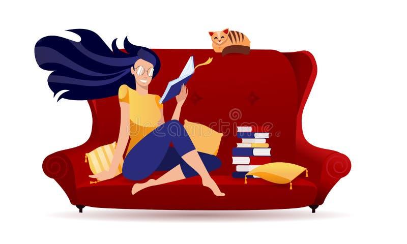 Une fille en lunettes lisant un livre dans un canapé rétro rouge avec un chat Jeune femme de caractère stylisé à la maison Lectur illustration libre de droits