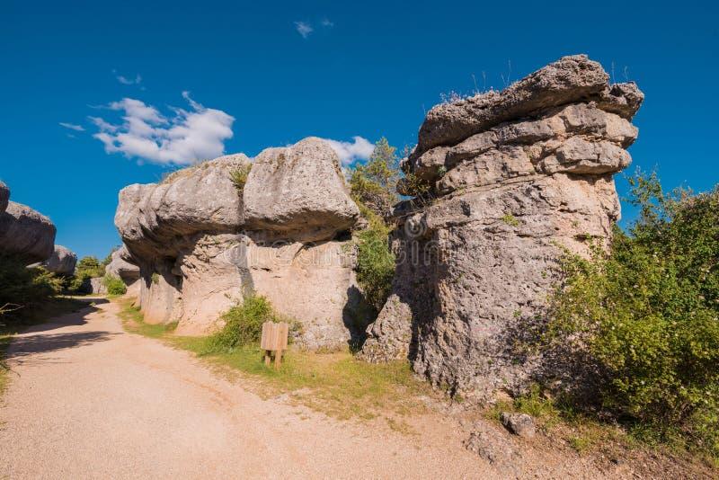 E Rochas da pedra calcária em cuenca, Espanha foto de stock royalty free