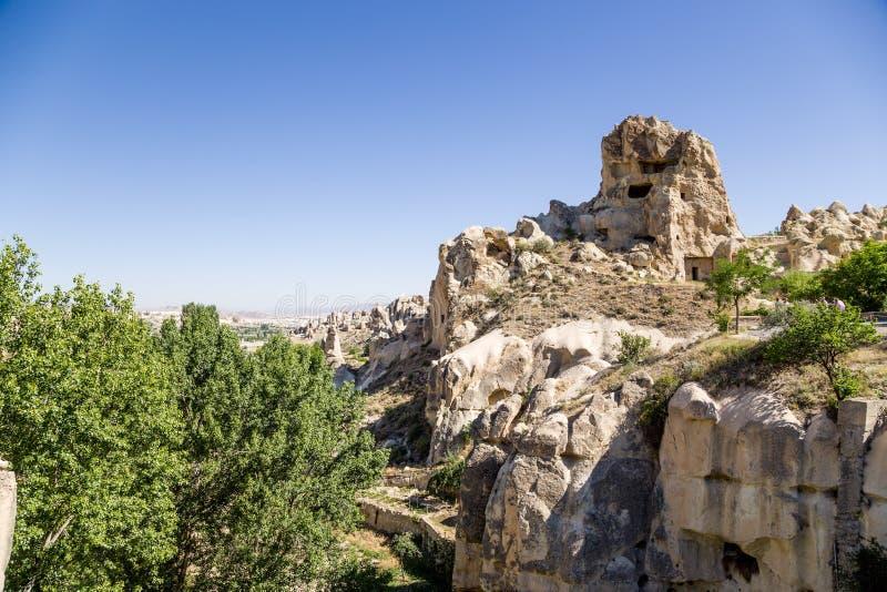 E Ruiny jama monaster w skałach przy na wolnym powietrzu muzeum Goreme obrazy stock