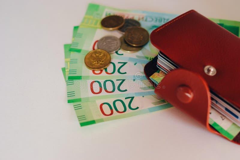 E Ryska pengar för 200 rubel och mynt royaltyfri bild