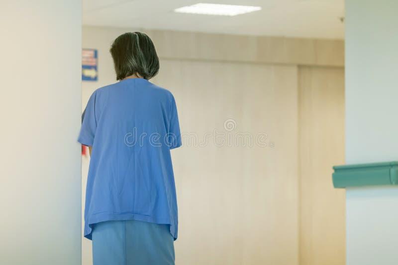 ?e?scy urinary obszaru pacjenci chodzi dla ?wiczenia i spoczynkowy samotnego obrazy stock
