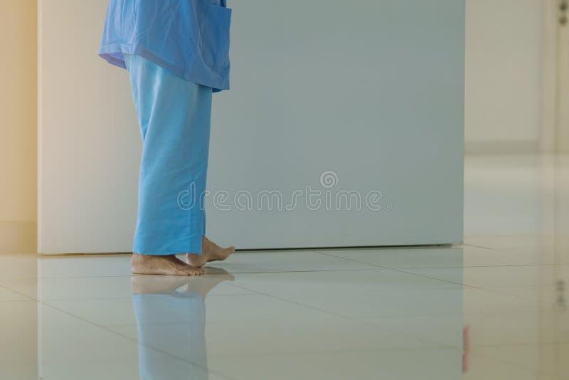 ?e?scy urinary obszaru pacjenci chodzi dla ?wiczenia i spoczynkowy samotnego fotografia stock