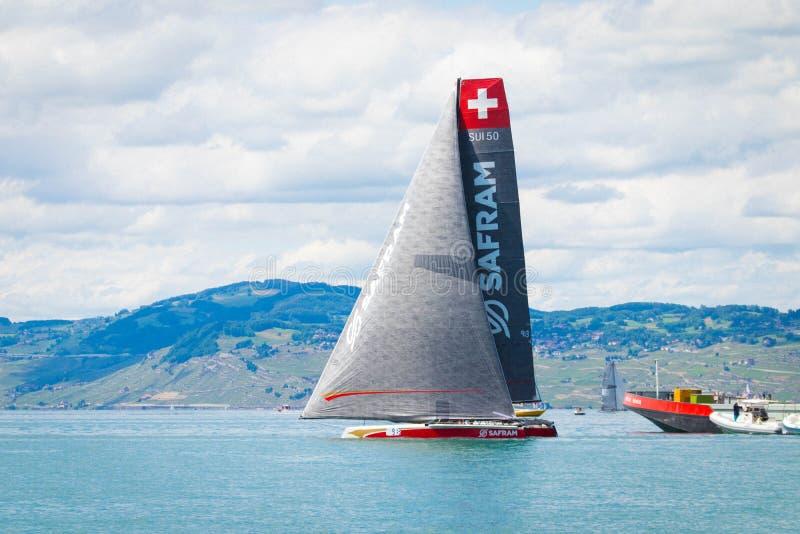 E 05 2019: Segelboot während Bol-d'or ist die größte Regatta auf See leman Genf stockfotografie