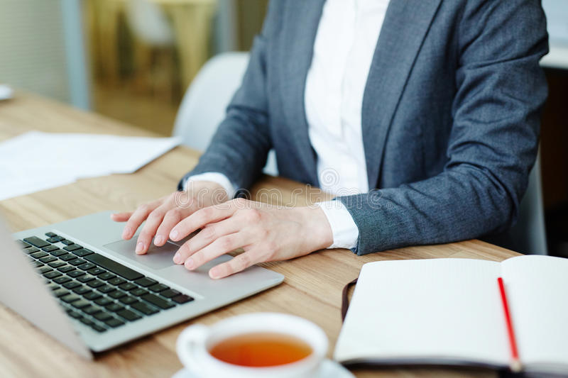 E-shopping at break. Businesswoman with laptop shopping online during coffee-break in cafe royalty free stock photos