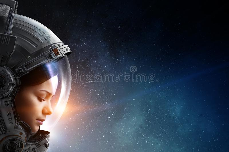 ?e?ski astronauta w przestrzeni na planety orbicie fotografia royalty free