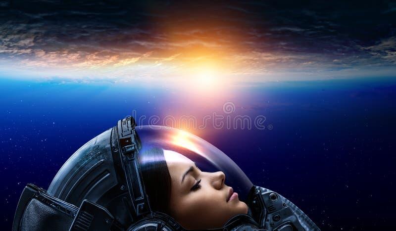 ?e?ski astronauta w przestrzeni na planety orbicie obraz royalty free