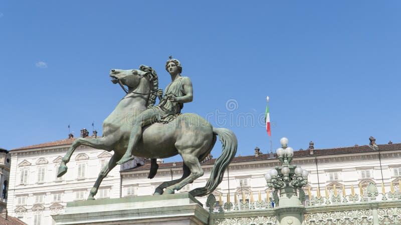 E Standbeeld in de Royal Palace-ingang, 1844 Bever, Turijn, Itali? stock fotografie