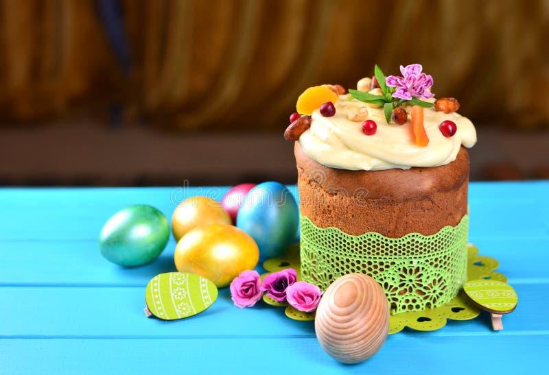 E Torta de Pascua imagen de archivo libre de regalías