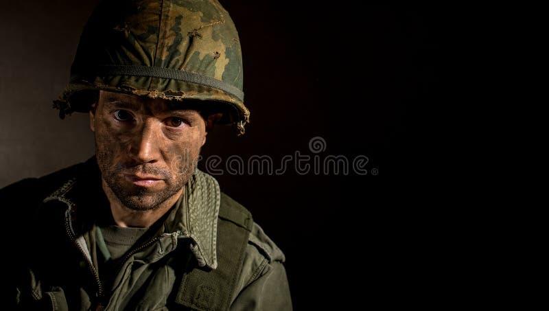 E.U. Marine Vietnam War com a cara coberta na lama fotografia de stock royalty free