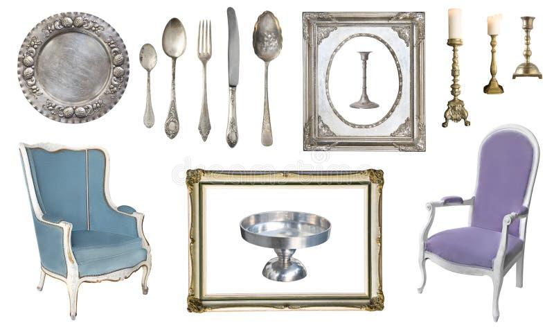 E Vieux plats, appareils, bouilloires, chaises, livres, broyeur de café, chandeliers, cadres de tableau photos libres de droits