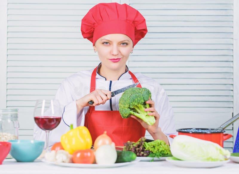E Wie man Brokkoli kocht Machen Sie Brokkoli zu Lieblingsbestandteil brokkoli lizenzfreie stockbilder