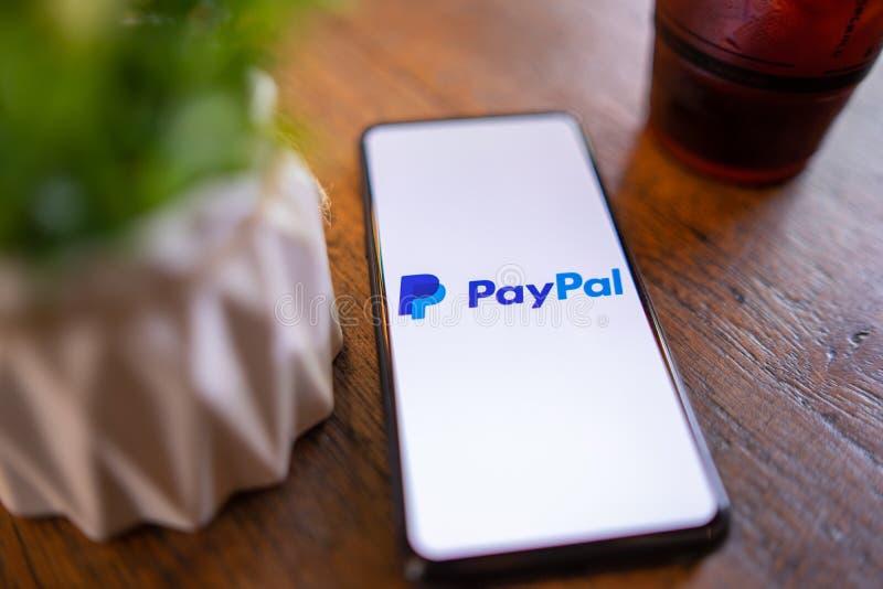 E 24,2019: Xiaomi Mi μίγμα 3 με PayPal apps στην οθόνη Το PayPal είναι ένα σε απευθείας σύνδεση ηλεκτρονικό σύστημα πληρωμής στοκ εικόνες με δικαίωμα ελεύθερης χρήσης