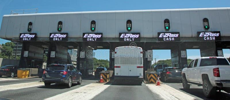 E-ZPass乔治・华盛顿桥梁的收费广场 库存图片