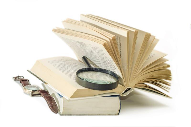 Eadingsboeken met een lens in de toegewezen tijd stock fotografie