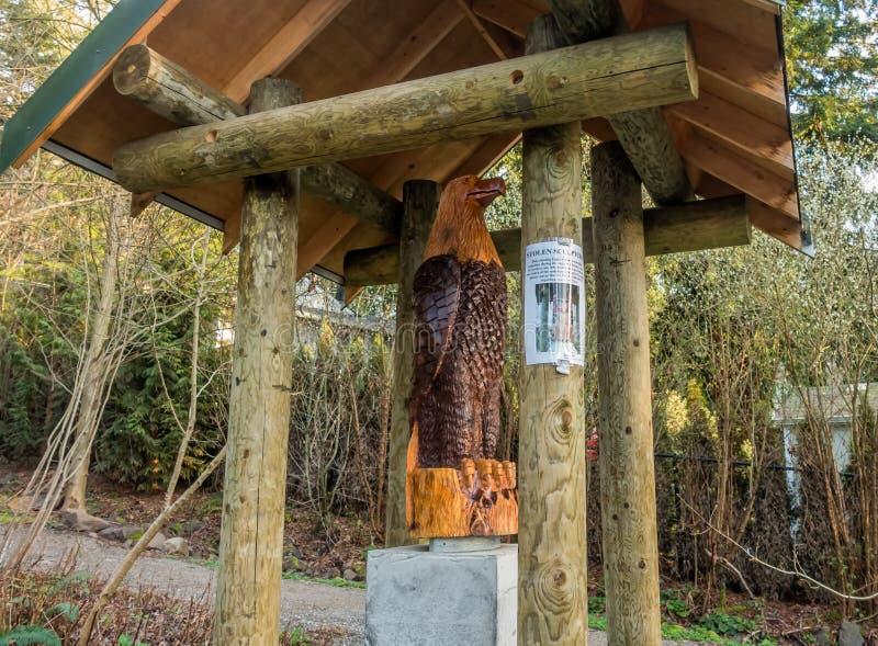 Eagle Landing Sculpture Replaced stockfotos