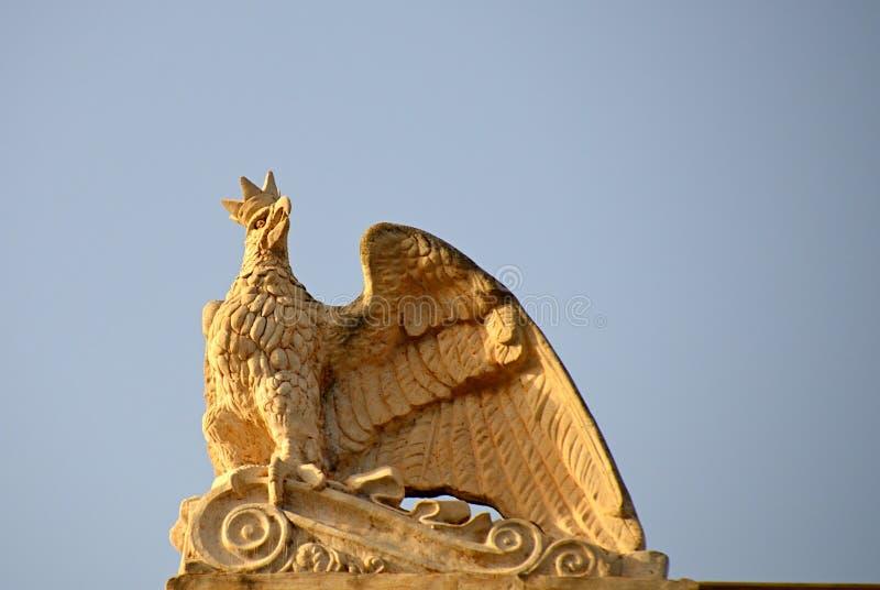 Eagle med kronan royaltyfri foto