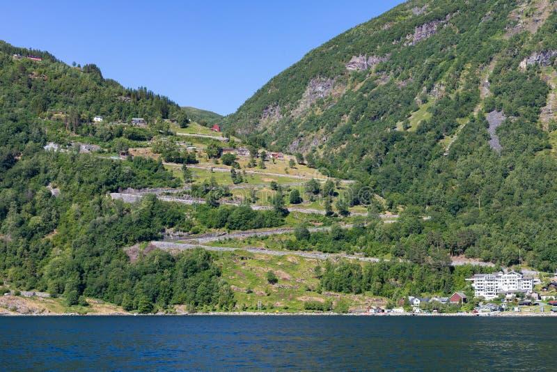 Eagle Road in Norwegen in der Sommerzeit mit mehrfacher Haarnadel dreht sich stockfoto