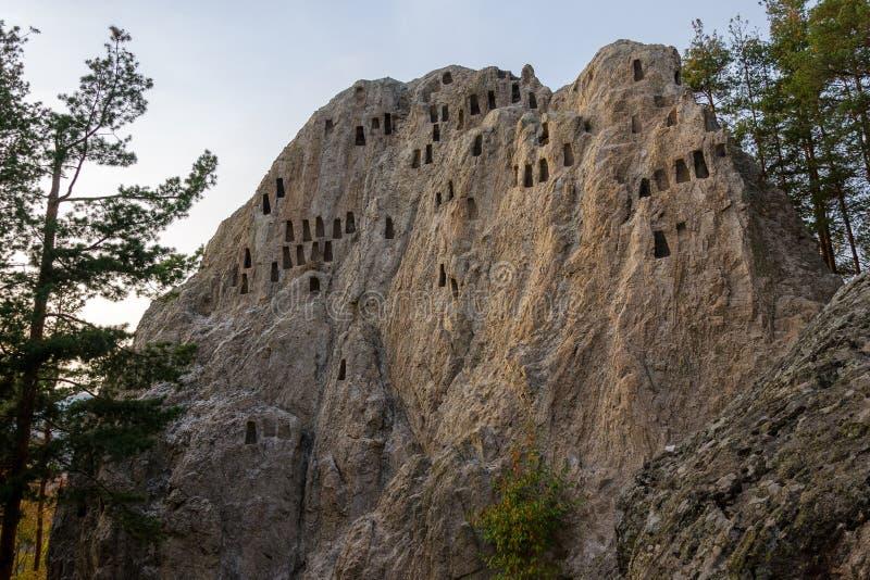 Eagle Rocks fristad i det Rhodopes berget, Bulgarien royaltyfri fotografi