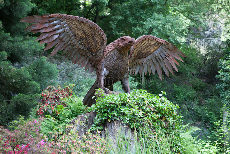 Eagle statua na lasu Sissi spacerze w Meran obraz royalty free