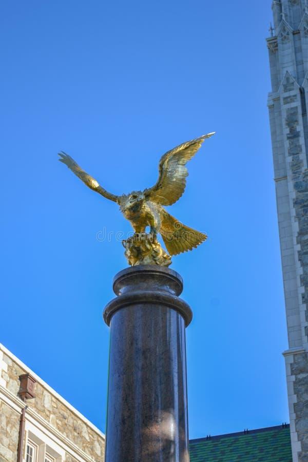 Eagle Statue en el campus de la universidad de Boston fotos de archivo libres de regalías