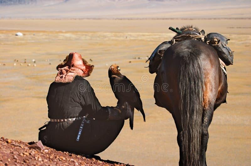 Eaglehunter com águia dourada imagens de stock royalty free