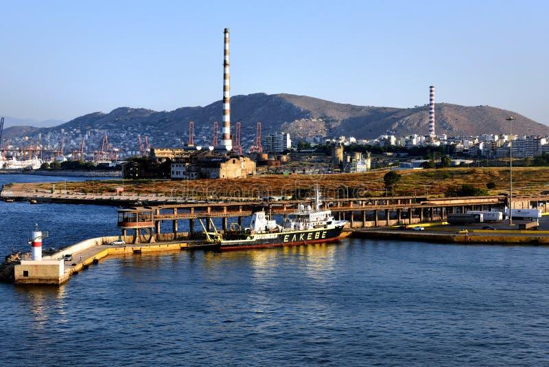 Eakebe al costado en el puerto de Pireo fotografía de archivo libre de regalías
