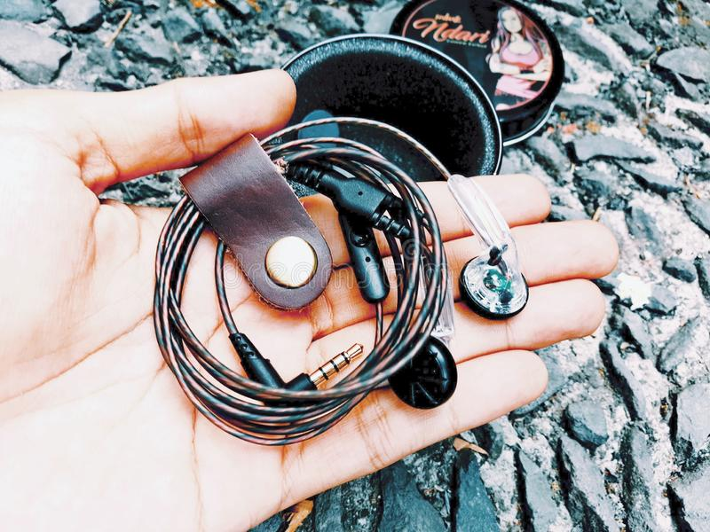 Earbuds fait sur commande DIY images stock