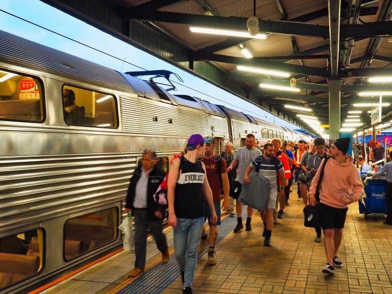 Early Commuters, Morning bij Central Railway Station, Sydney, Australië royalty-vrije stock foto's