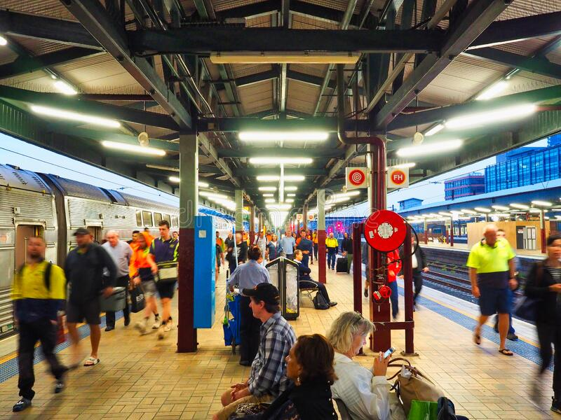 Early Commuters, Morning bij Central Railway Station, Sydney, Australië stock fotografie