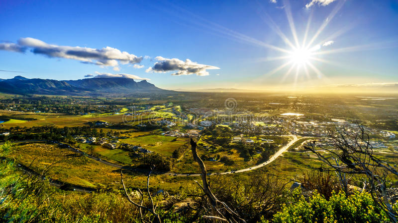 Early morning sun shining over the Western Cape with Cape Town and Table Mountain. Viewed from the Ou Kaapse Weg, Old Cape Road, on a clear winter morning stock image