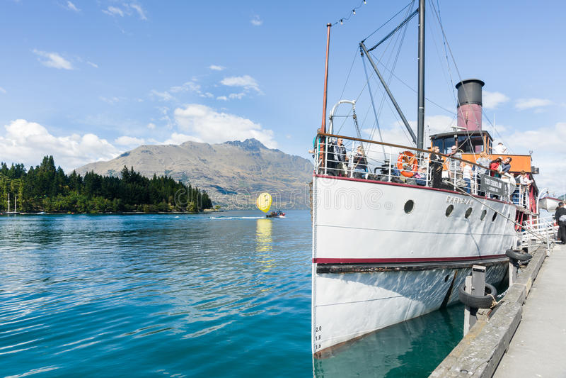 Earnslaw dokował przy Queenstown Jeziornym Wakatipu zdjęcie royalty free