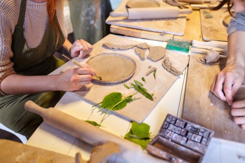 earthenware Productos de cerámica de la arcilla cruda Pila, cuenco imagenes de archivo