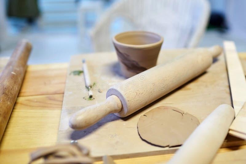 earthenware Productos de cerámica de la arcilla cruda Taza, pila foto de archivo libre de regalías