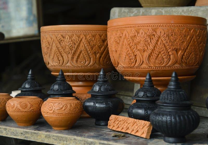 Earthware antiguo tailandés del pote de arcilla fotografía de archivo