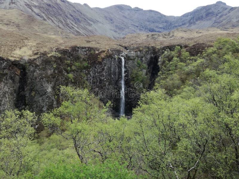 Eas Mor Waterfall sur l'île de Skye photographie stock