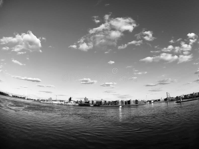 East River - BW fotografía de archivo libre de regalías