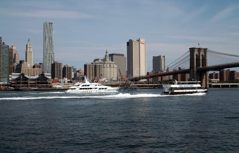 East River ocupado de New York fotografia de stock