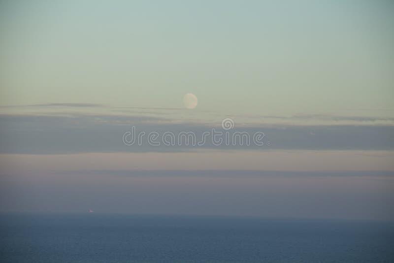 East Sussex, południowy Anglia, Europa - nieba, morza i półmrok zdjęcie stock