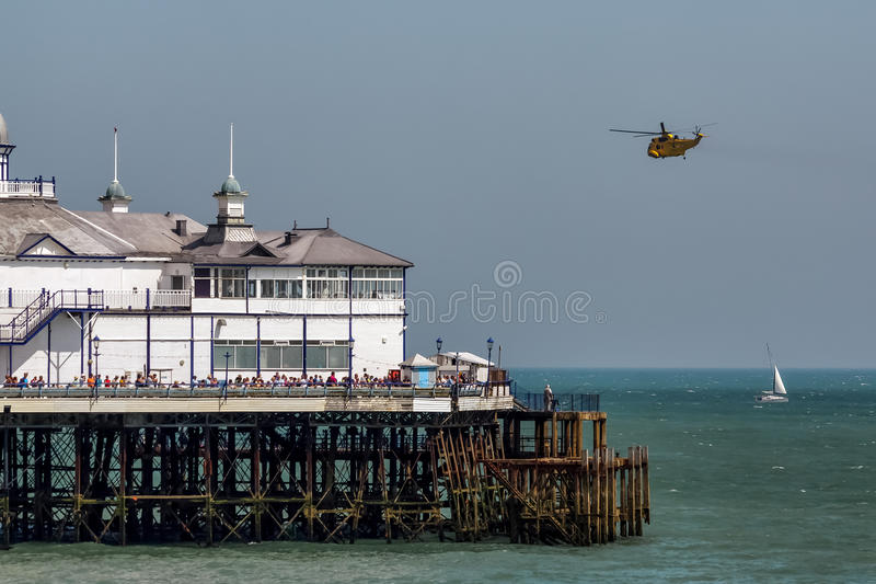 EASTBOURNE ÖSTLIG SUSSEX/UK - AUGUSTI 11: Sea King HAR3 helicopte arkivfoton