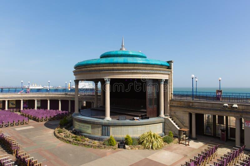 Eastbourne bandstand East Sussex w pięknej wiosny pogodzie fotografia royalty free