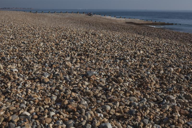 Eastbourne, East Sussex, Engeland - kiezelstenen op het strand; een close-up stock foto