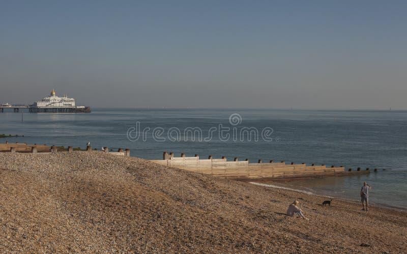 Eastbourne East Sussex, England - pir, strand, hav arkivbild