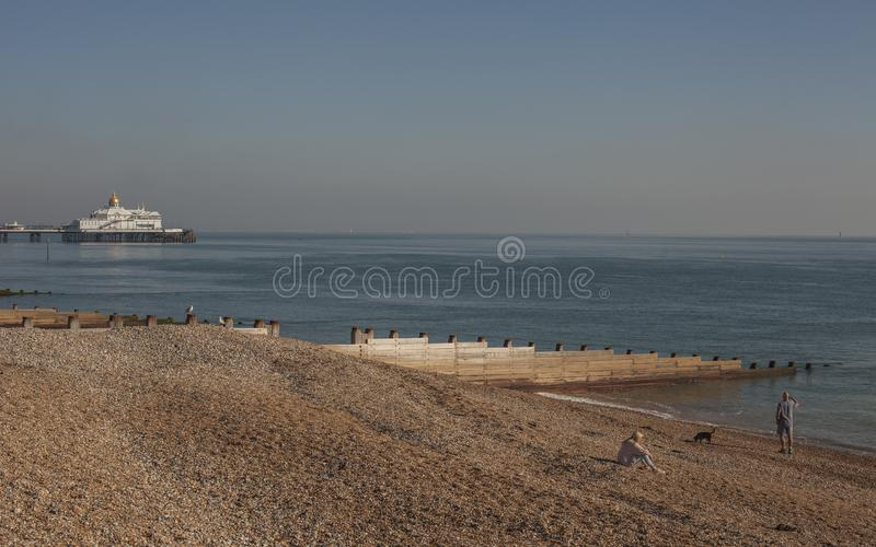 Eastbourne, East Sussex, Inghilterra - pilastro, spiaggia, mare fotografia stock